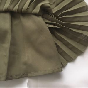 Banana Republic Skirts - Banana Republic NWT olive pleated mini skirt sz 6